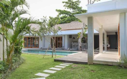Pool and lounge space daytime 1 - Villa Telu