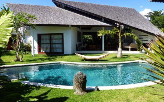 bluew water pool villa in berawa bali